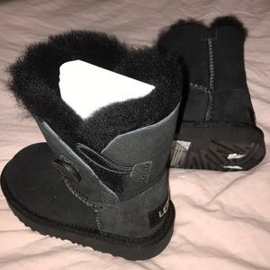 UGG Bailey Button BLK for baby